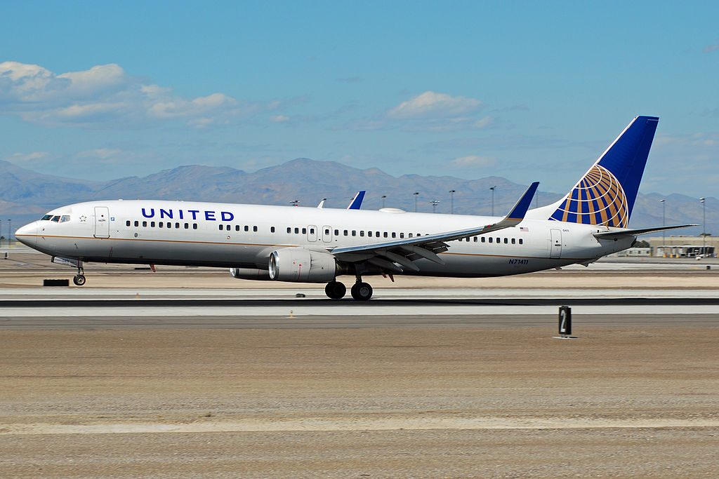 United Airlines Narrow Body Aircraft Boeing 737-900 N71411 landing and takeoff at LAS Airport