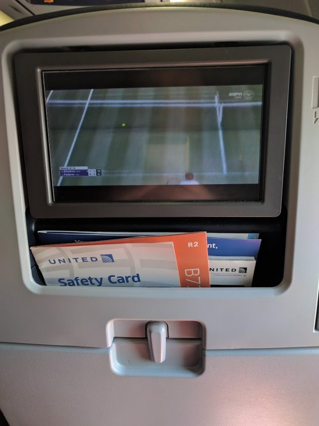 united airlines aircraft fleet boeing 737-900er economy class cabin entertainment screen photos