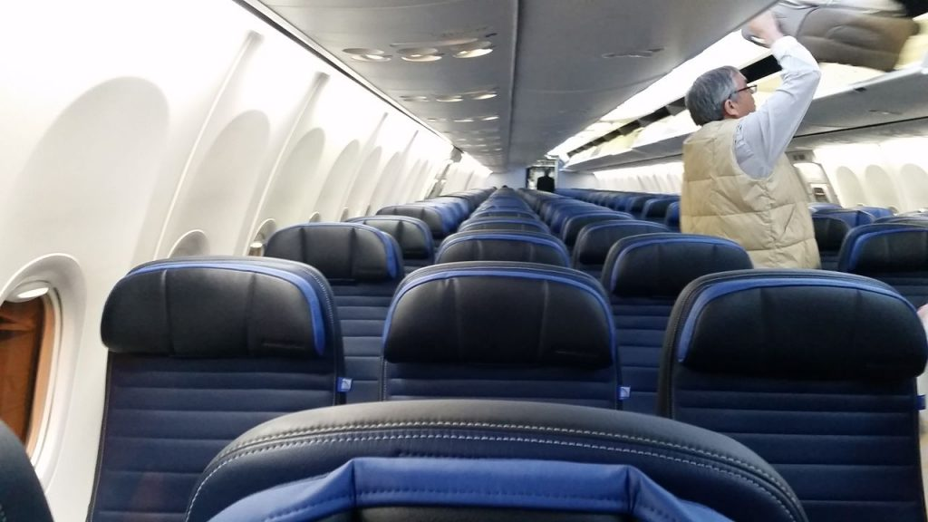 united airlines aircraft fleet boeing 737-900er premium eco:economy plus cabin interior and seats configuration photos
