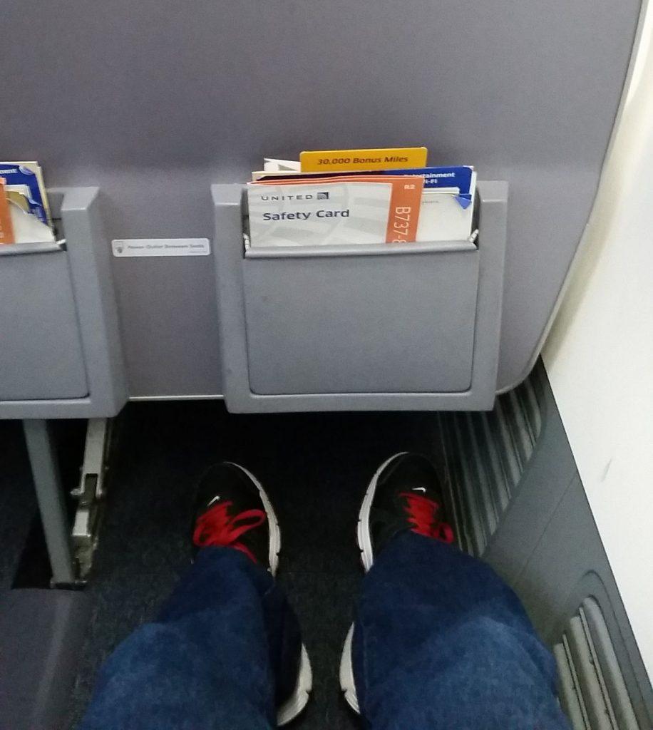 united airlines aircraft fleet boeing 737-900er premium eco:economy plus cabin seats pitch legroom photos