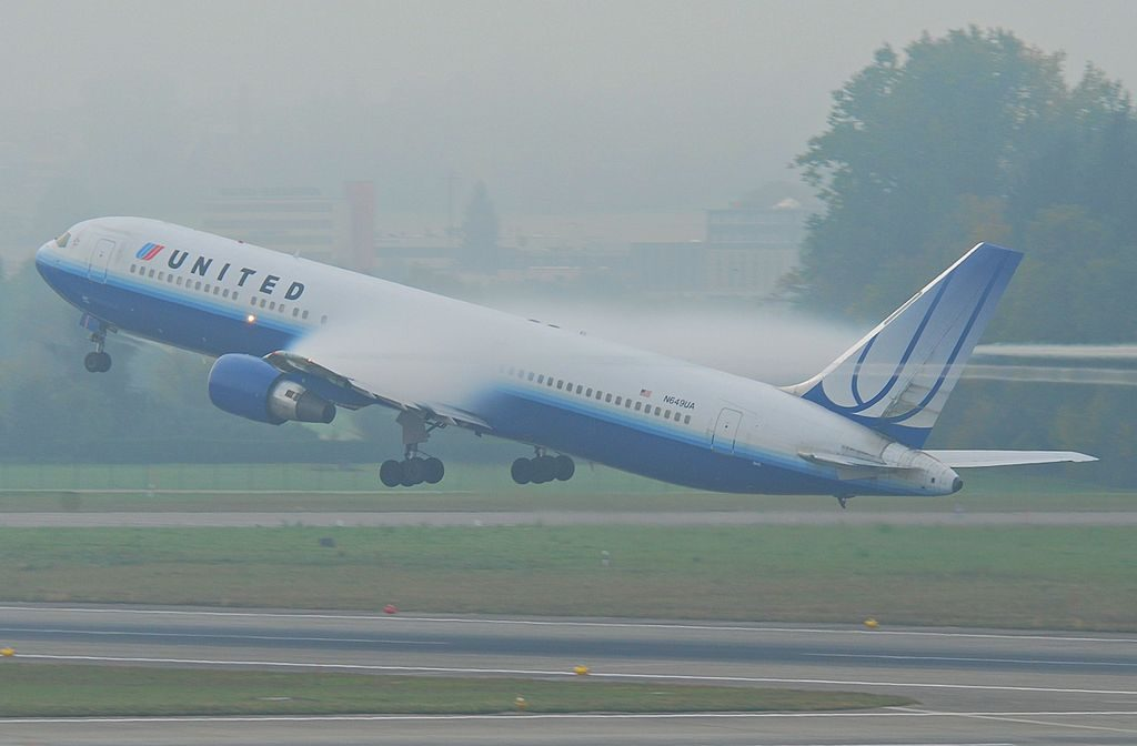 Boeing 767 322ER cnserial number 25286444 United Airlines N649UA windy takeoff from Zurich Airport to Washington Dulles