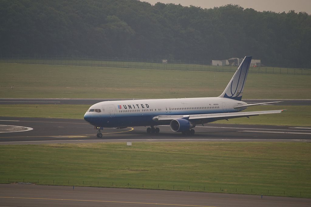 Boeing 767 322ER cnserial number 27113480 United Airlines Widebody Aicraft N658UA at Brussels Airport just landed on runway 25L