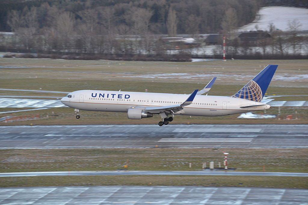 Boeing 767 322ERw cnserial number 29236707 United Airlines Aircraft Fleet N664UA landing at Zurich Airport ZRH
