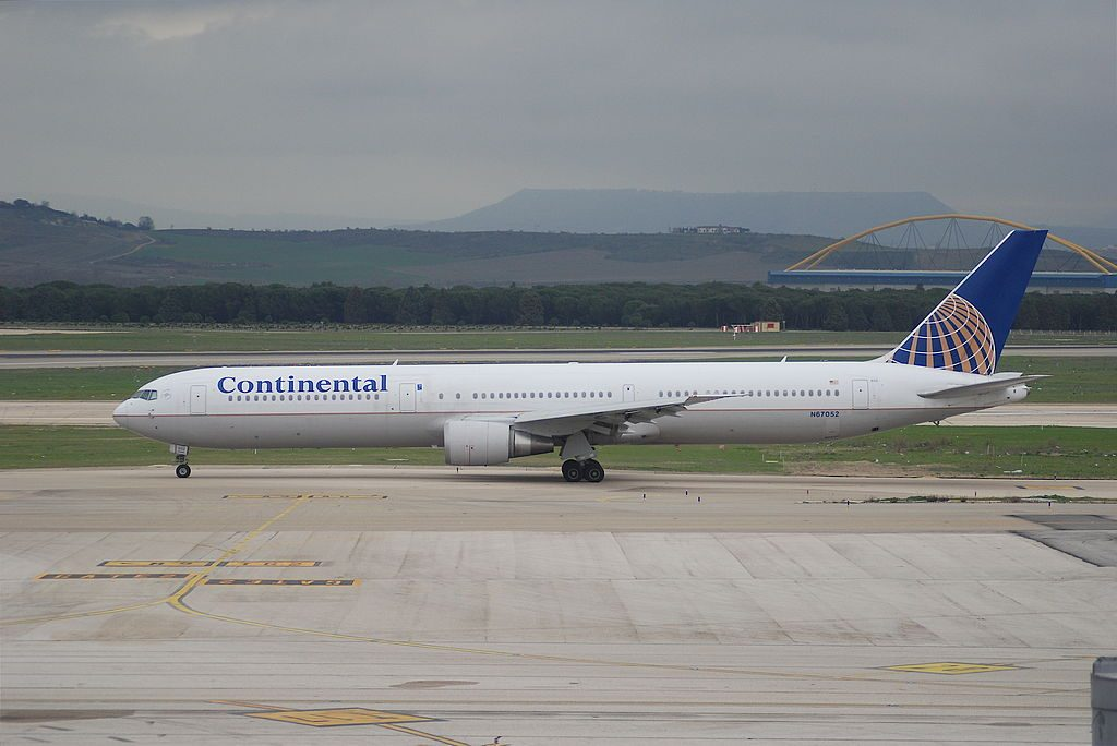 Boeing 767 424ER cnserial number 29447805 United Airlines Fleet N67052 ex Continental at Adolfo Suárez Madrid–Barajas Airport IATA MAD ICAO LEMD