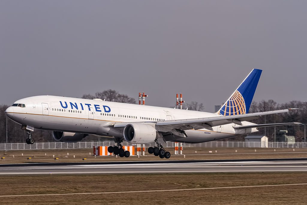 N225UA United Airlines Boeing 777 222ER coming in from Chicago KORD @ Frankfurt Rhein Main International EDDF