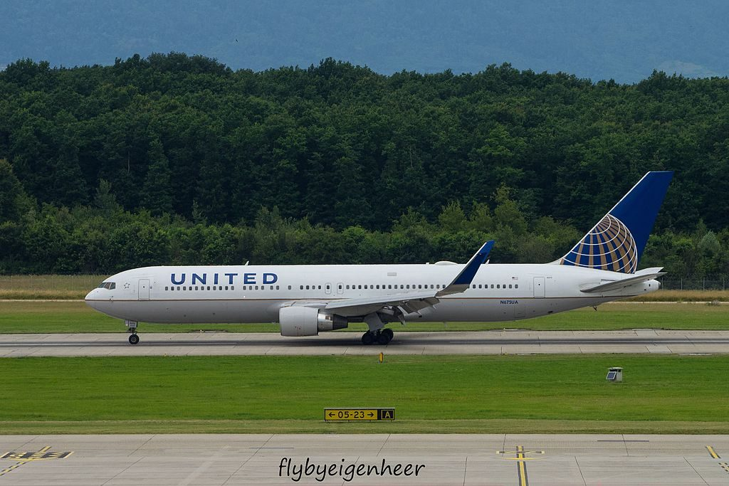 N675UA Boeing B767 322 ER United Airlines Aircraft Fleet at Geneva Airport IATA GVA ICAO LSGG @flybyeigenheer