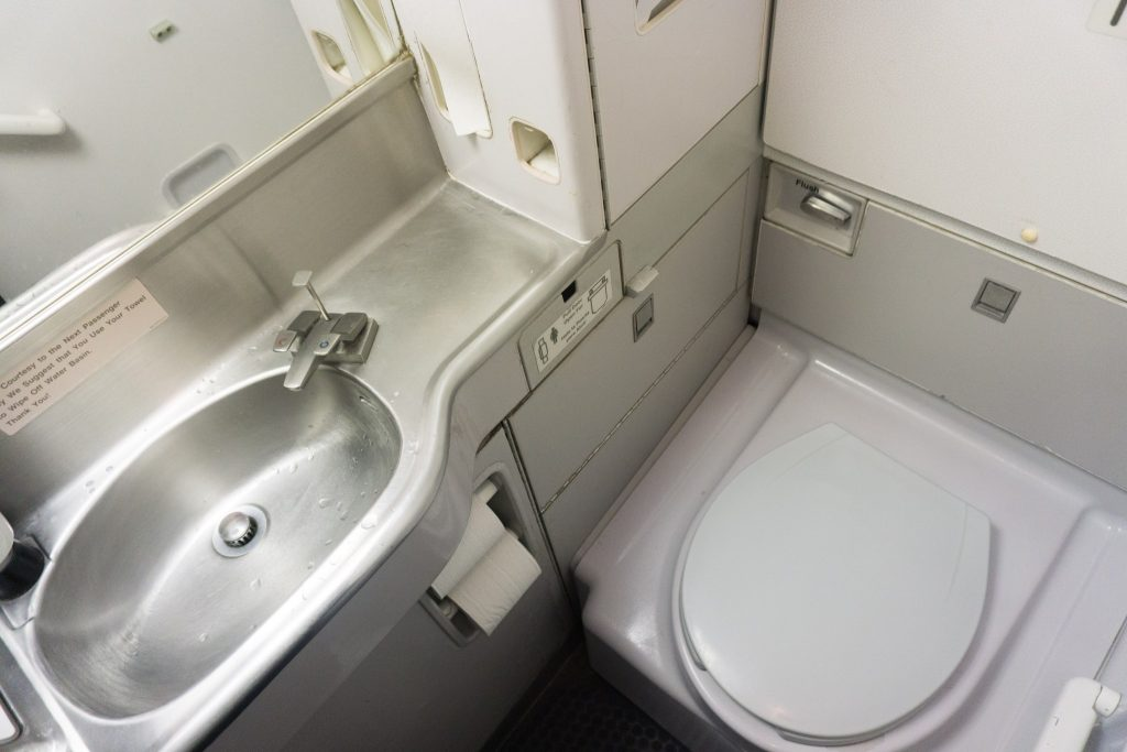 United Airlines Aircraft Fleet Boeing 757-200 Economy Class Cabin Lavatory:Bathroom:Toilet Photos