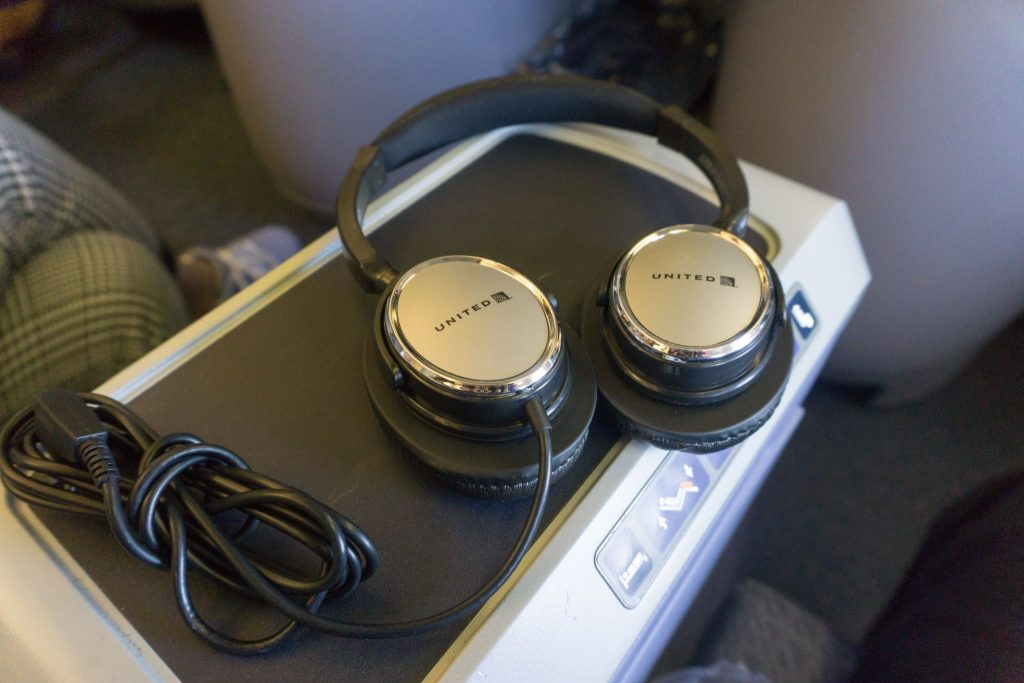 United Airlines Aircraft Fleet Boeing 757-200 Polaris Business:First Class Cabin inflight amenities comfortable headphones