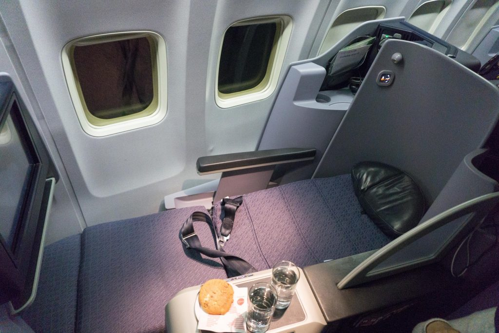 United Airlines Aircraft Fleet Boeing 757-200 Polaris Business:First Class Cabin inflight lie-flat mode seats