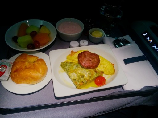 United Airlines Aircraft Fleet Boeing 767 300ER Polaris FirstBusiness Class Cabin Inflight Amenities Breakfast Menu Services