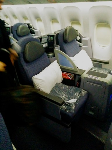 United Airlines Aircraft Fleet Boeing 767 300ER Polaris FirstBusiness Class Cabin Seats Configuration