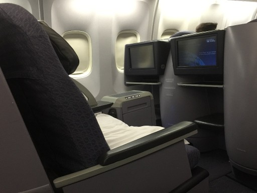 United Airlines Aircraft Fleet Boeing 767 300ER Polaris FirstBusiness Class Cabin Seats Pitch Photos