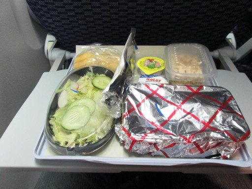 United Airlines Aircraft Fleet Boeing 767 300ER Premium Eco Economy Plus Cabin Inflight Amenities Meal Dinner Services beef with potato big salad nice cake and bun with drinks
