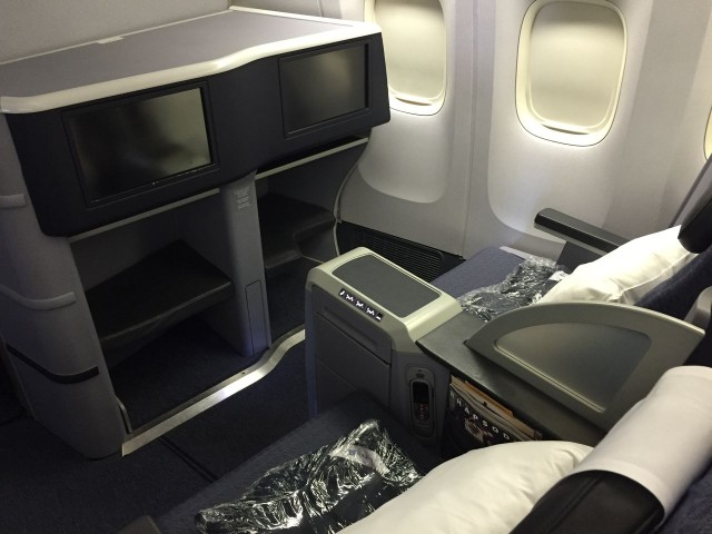 United Airlines Aircraft Fleet Boeing 777 200 Business Class Cabin Interior Design and Seats Layout Configuration 5
