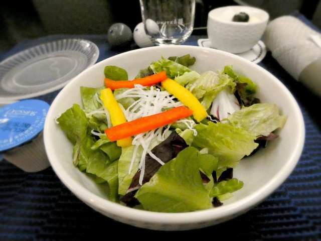 United Airlines Aircraft Fleet Boeing 777 200 Pre Merger Business Class Cabin Inflight Amenities Meal Services appetizer was a fresh salad