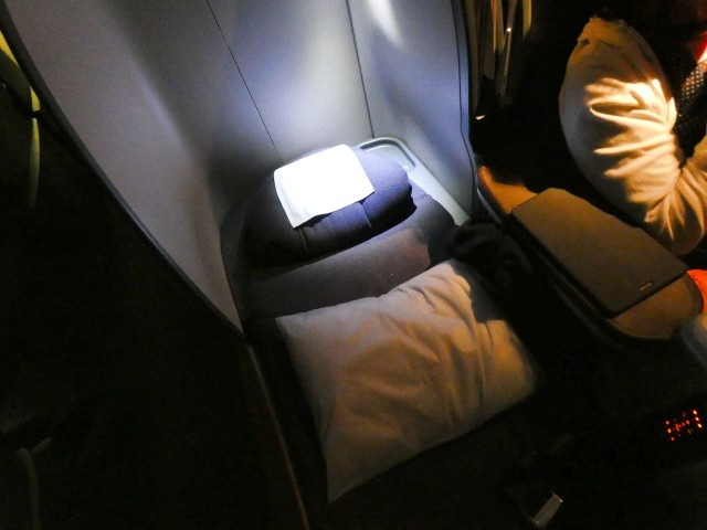 United Airlines Aircraft Fleet Boeing 777 200 Pre Merger Business Class Cabin comfortable sleep on full flat seats