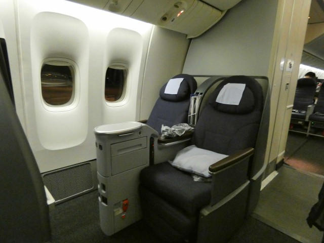 United Airlines Aircraft Fleet Boeing 777 200 Pre Merger Business Class Configuration 2 4 2 Seats Layout 2