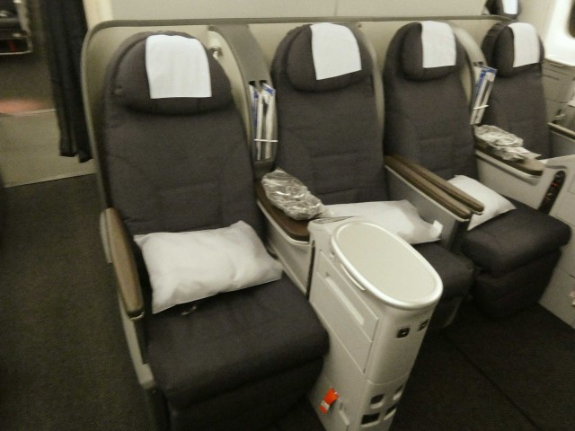 United Airlines Aircraft Fleet Boeing 777 200 Pre Merger Business Class Configuration 2 4 2 Seats Layout