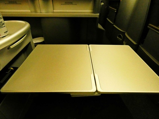 United Airlines Aircraft Fleet Boeing 777 200 Pre Merger Business Class Configuration fold up table
