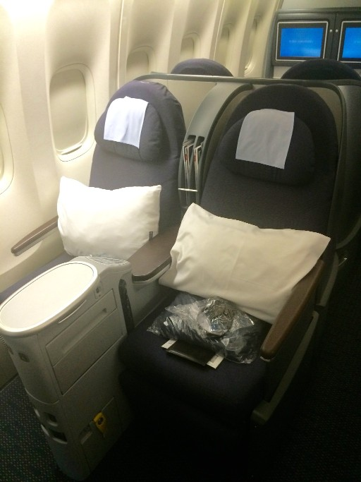 United Airlines Aircraft Fleet Boeing 777 200 Pre Merger BusinessFirst Class Cabin Window Seats Layout with amenity kit