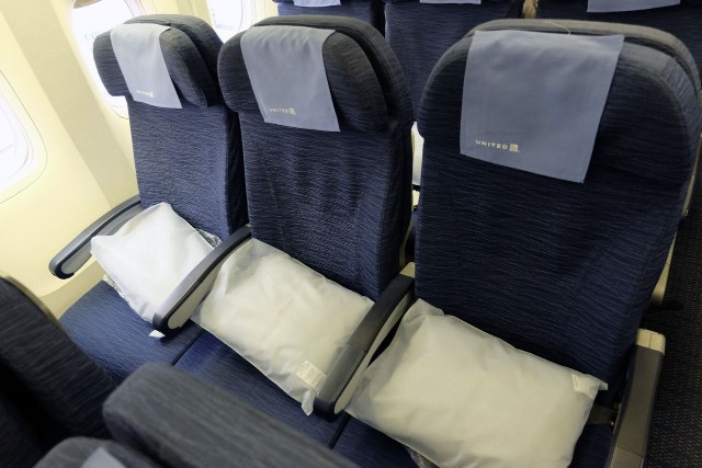 United Airlines Aircraft Fleet Boeing 777 200ER Economy Class Cabin Standard Seats Photos