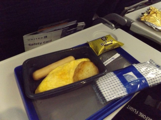 United Airlines Aircraft Fleet Boeing 777 200ER Economy Class Cabin inflight amenities meals services menu omelet and sausage