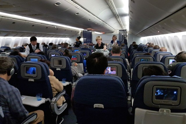 United Airlines Aircraft Fleet Boeing 777 200ER Economy Class Cabin inflight amenities meals services