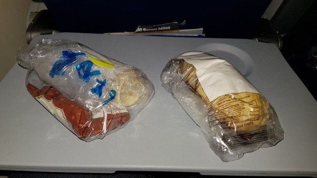 United Airlines Aircraft Fleet Boeing 777 300ER Economy Class Cabin Inflight Amenities Snacks Services 2