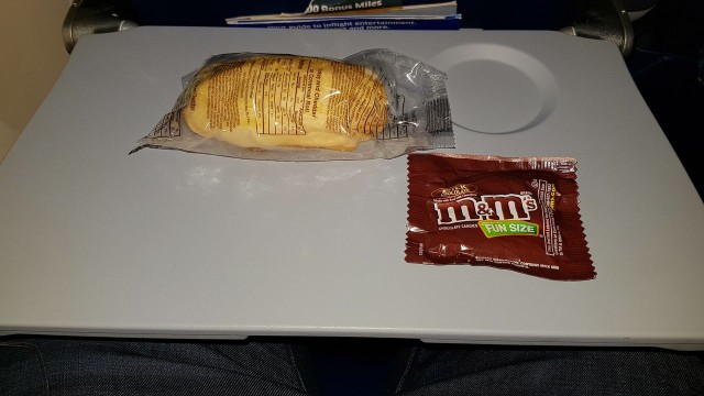 United Airlines Aircraft Fleet Boeing 777 300ER Economy Class Cabin Inflight Amenities Snacks Services