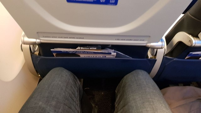 United Airlines Aircraft Fleet Boeing 777 300ER Economy Class Cabin Seats Pitch Legroom Photos