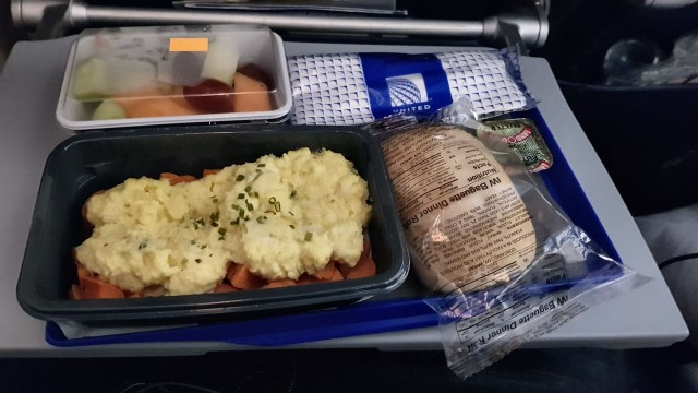 United Airlines Aircraft Fleet Boeing 777 300ER Economy Class Cabin inflight amenities mealfood services omelet menu