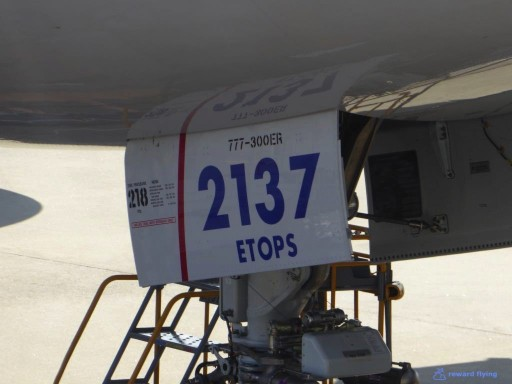 United Airlines Aircraft Fleet Boeing 777 300ER Landing Gears With ETOPS Logo