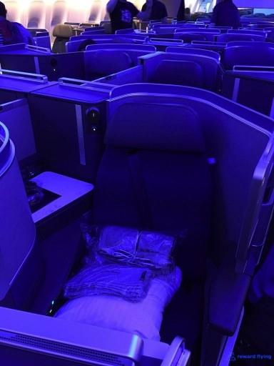 United Airlines Aircraft Fleet Boeing 777 300ER Polaris Business Class Cabin CenterMiddle Seats Layout Photos @rewardflying