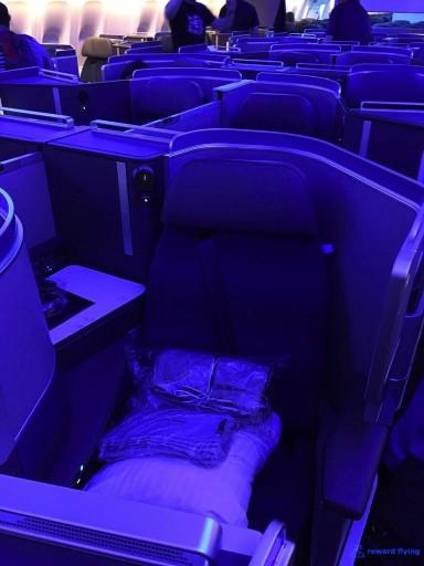 United Airlines Aircraft Fleet Boeing 777 300ER Polaris Business Class Cabin CenterMiddle Seats Layout Photos @rewardflying