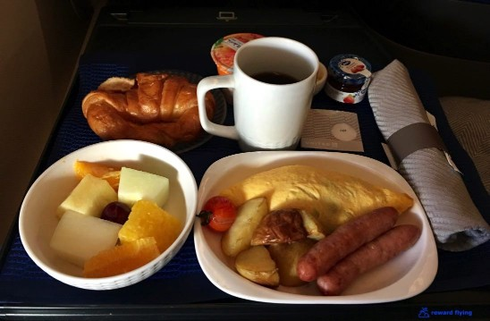 United Airlines Aircraft Fleet Boeing 777 300ER Polaris Business Class Cabin Pre Arrival Breakfast Meals Services @rewardflying