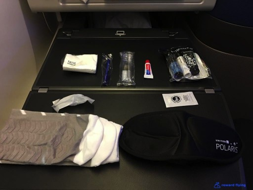 United Airlines Aircraft Fleet Boeing 777 300ER Polaris Business Class Cabin Saks Fifth Avenue kit photos @rewardflying