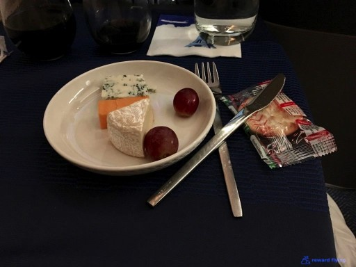 United Airlines Aircraft Fleet Boeing 777 300ER Polaris Business Class Cabin cheese course services @rewardflying