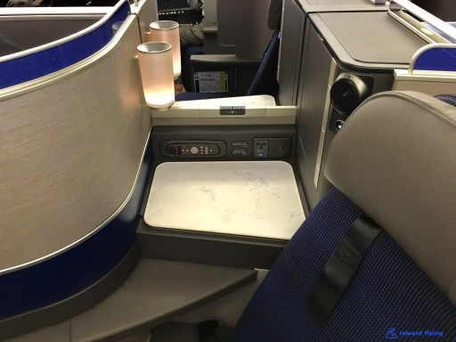 United Airlines Aircraft Fleet Boeing 777 300ER Polaris Business Class cabin center angled seats appear to have a smaller side table @rewardflying