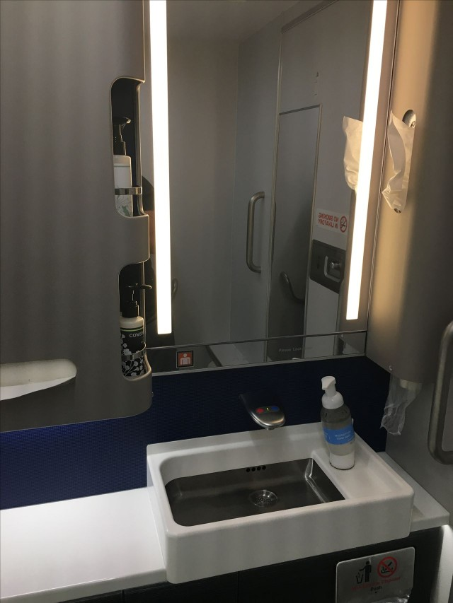 United Airlines Aircraft Fleet Boeing 777 300ER Polaris First Class Cabin Toilet Bathroom Lavatory Photos 2