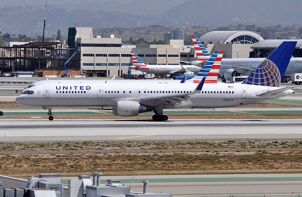United Airlines Aircraft Fleet N587UA Boeing 757-222 cn:serial number- 26713:570 landing and takeoff at LAX airport