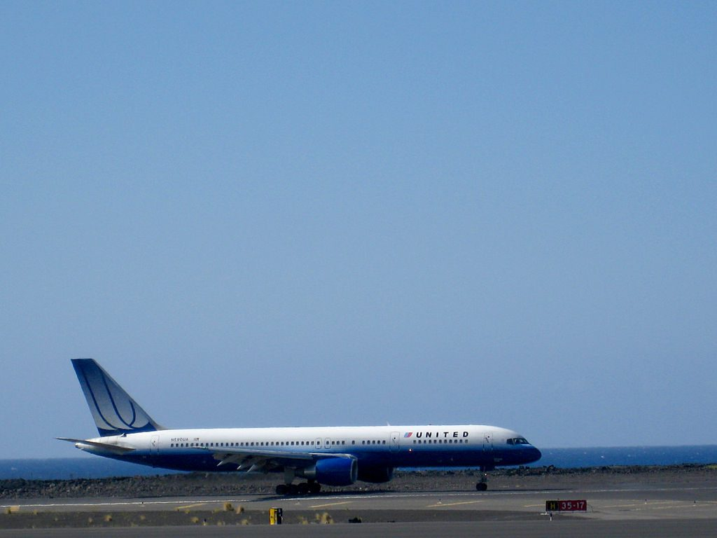 United Airlines Aircraft Fleet N590UA Boeing 757-222 cn:serial number- 28708:785 at Ellison Onizuka Kona International Airport at Keāhole is on the Island of Hawaiʻi, in Kalaoa