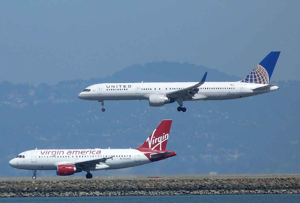 United Airlines Aircraft Fleet N597UA Boeing 757-222 cn:serial number- 28750:841 parallel landing with virgin america a319 at SFO