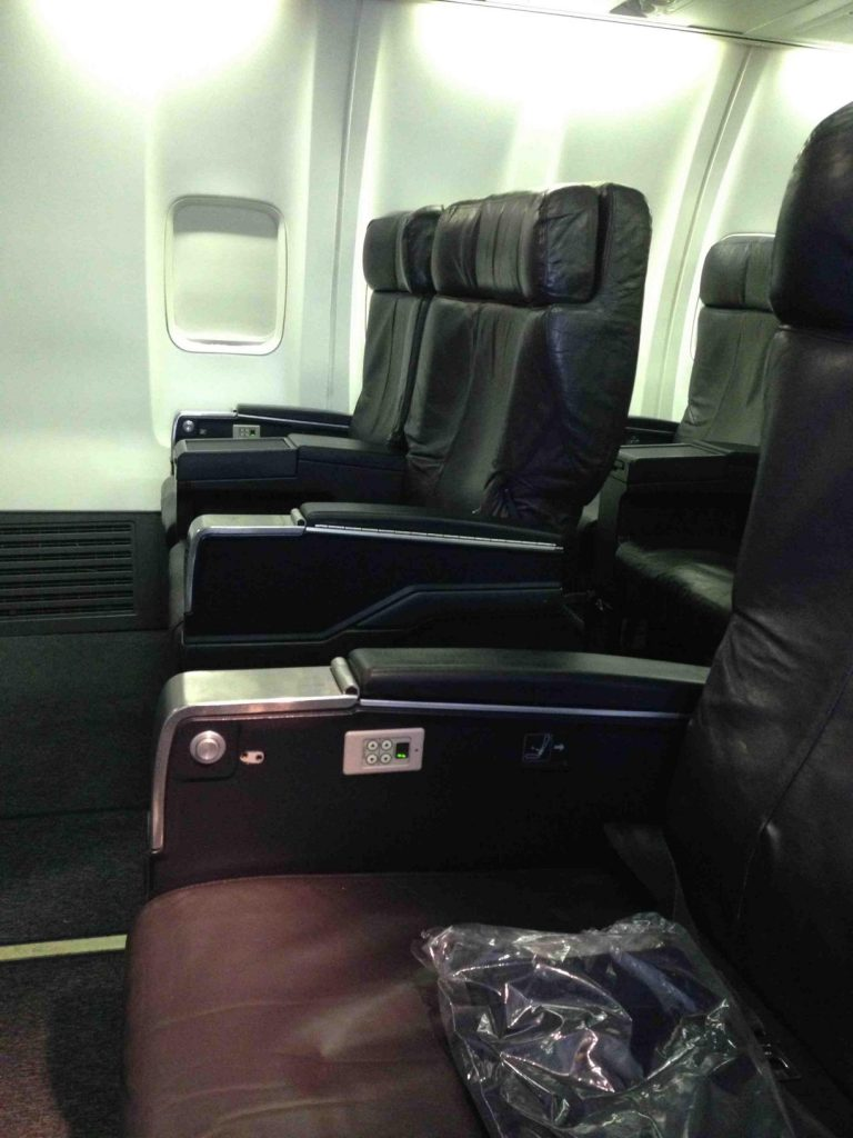 United Airlines Aircraft Fleet Narrow Body Boeing 757 300 First ClassBusiness Seats Row Photos