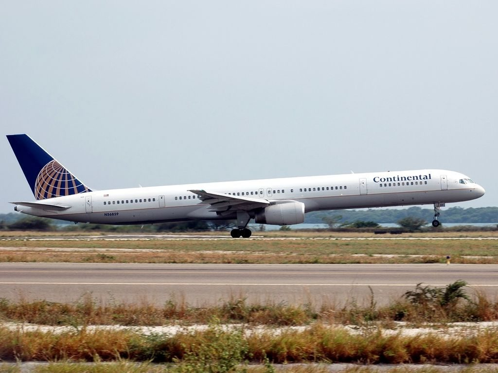 United Airlines Aircraft Fleet ex Continental N56859 Boeing 757 324 cnserial number 328181043 Takeoff from Rwy 29 at Oranjestad Reina Beatrix AUA TNCA Aruba