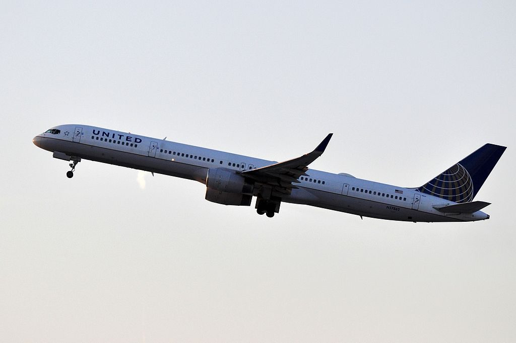 United Airlines Aircraft Fleet ex Continental N57862 Boeing 757 33N cnserial number 32586978 takeoff from LAX