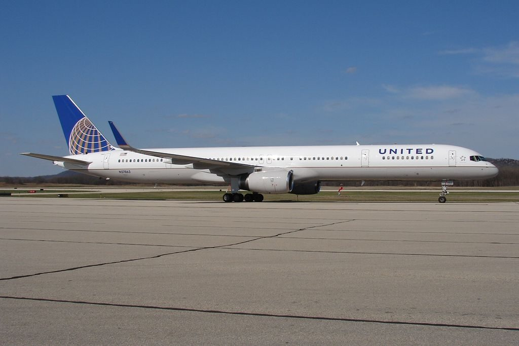 United Airlines Aircraft Fleet ex Continental N57863 Boeing 757 33N cnserial number 32587980 at La Crosse Regional Airport