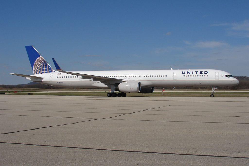 United Airlines Aircraft Fleet ex Continental N57863 Boeing 757 33N cnserial number 32587980 at La Crosse Regional Airport