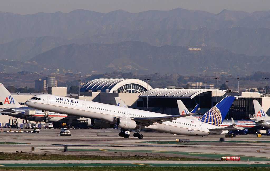United Airlines Aircraft Fleet ex Continental N57869 Boeing 757 33N cnserial number 325931018 departs for Kahului Maui Hawaii from LAX