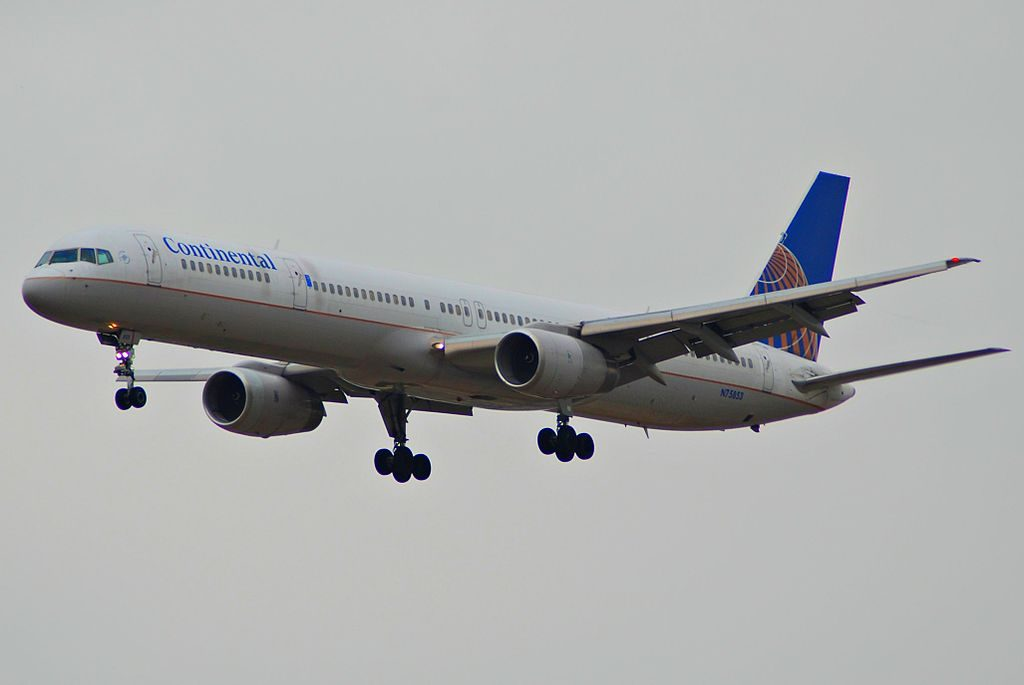 United Airlines Aircraft Fleet ex Continental N75853 Boeing 757 324 cnserial number 32812997 on final at LAX