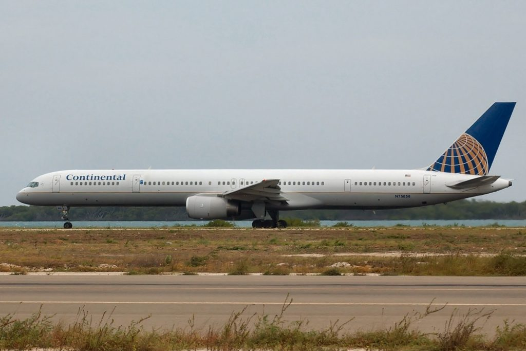United Airlines Aircraft Fleet ex Continental N75858 Boeing 757 324 cnserial number 328171042 at Oranjestad Reina Beatrix AUA TNCA Aruba